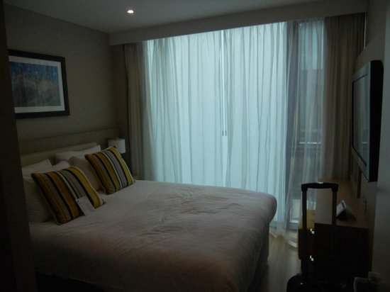 Residence Inn Edinburgh: Bedroom with Queen size bed