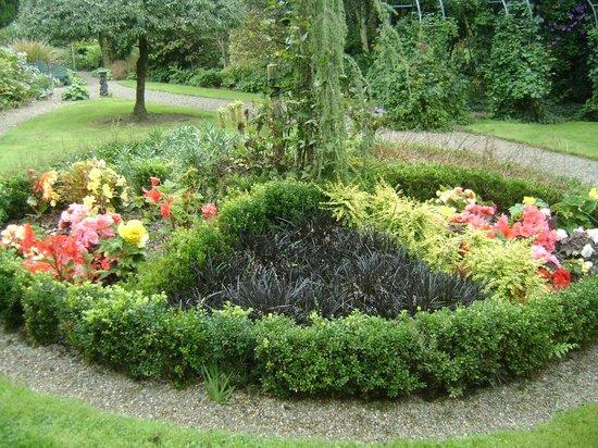 Knockpatrick Gardens: Circle of Flowers