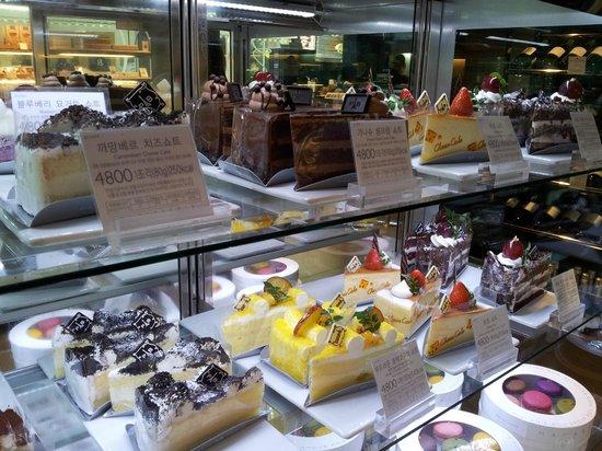 Paris Baguette Gangnam Station Store : Cakes!!