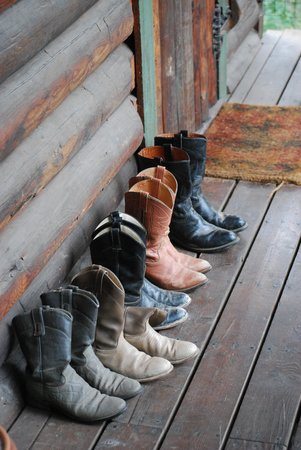 Red Horse Mountain Ranch : Boots at the door.....