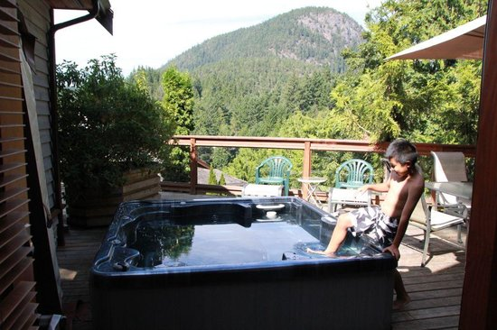 Sunshine Coast Resort Hotel & Marina : hot spring