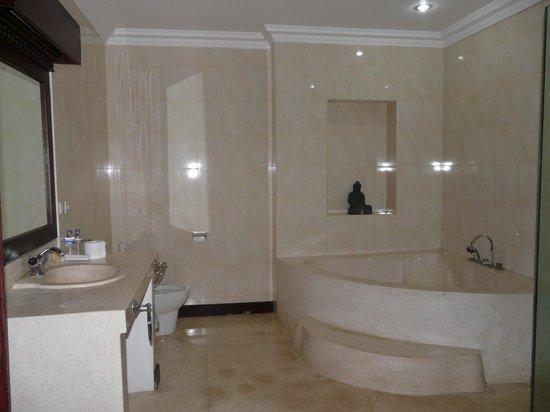 Alas Petulu Cottages: la salle de bain