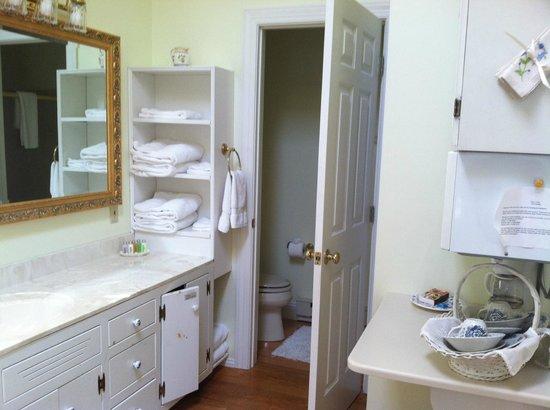 The Cottage & Loft: the cottage bathroom