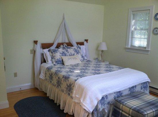 The Cottage & Loft: the cottage bedroom