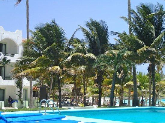 Hotel Akumal Caribe: al fondo se ven los balcones