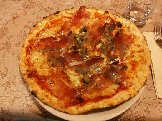 Rino: Pizza speck e funghi