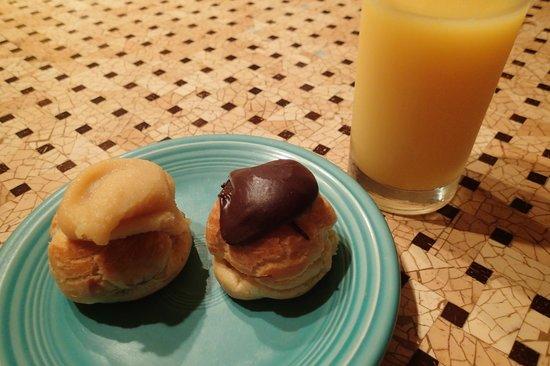 Liliha Bakery : ココパフ&チョコパフ