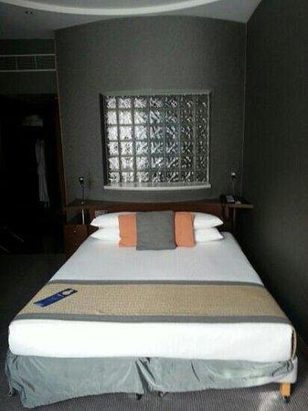 Radisson Blu Hotel, Glasgow: Business Class bed