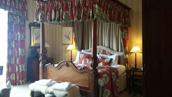 The Luttrell Arms: amazing big bed