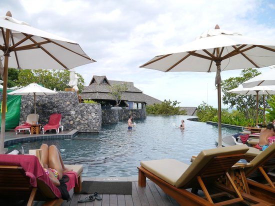 Nora Buri Resort & Spa : swing pool - hillside