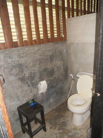 Baan Taa Yaay Bungalow: wc