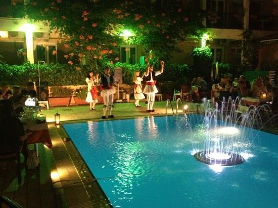 Telesilla poolside Restaurant: Tuesday night=Traditional greek dancers