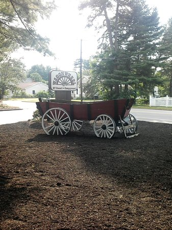 Wagon Wheel RV Resort and Campground: Entrance into Wagon Wheel