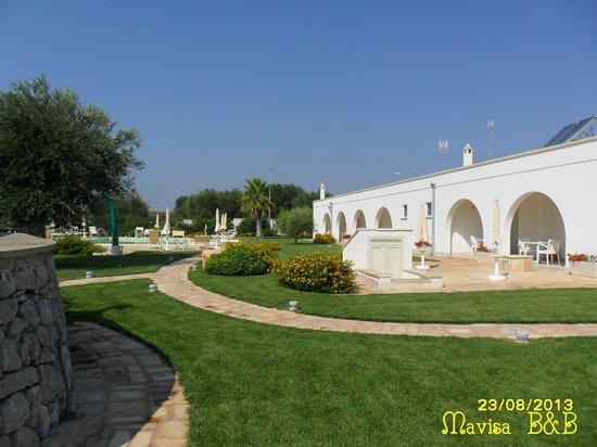 La piscina e l 39 esterno delle camere foto van mavisa - Piscina francavilla fontana ...