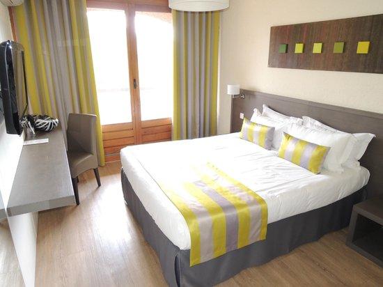Hôtel Les 3 Barbus : A room at Les 3 Barbus.