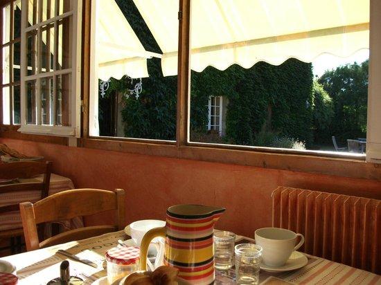 Au Bon Marechal: Continental Breakfast room
