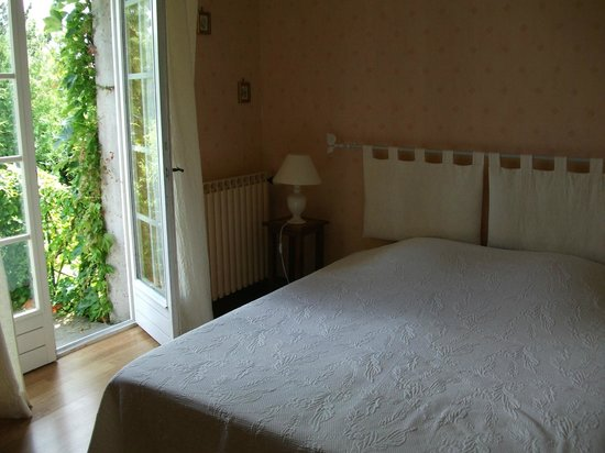 Au Bon Marechal: Our comfortable and charming room.