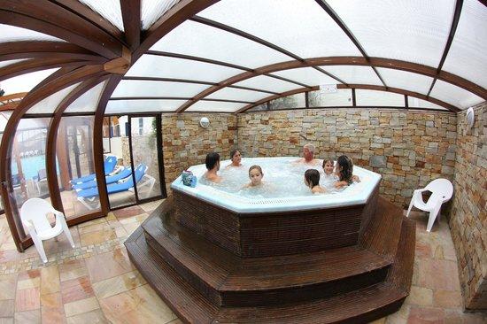 Piscine couverte et chauff e picture of camping itsas for Camping touraine piscine couverte