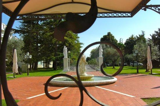 Park Hotel Villa Fiorita: Il parco visto dall'interno