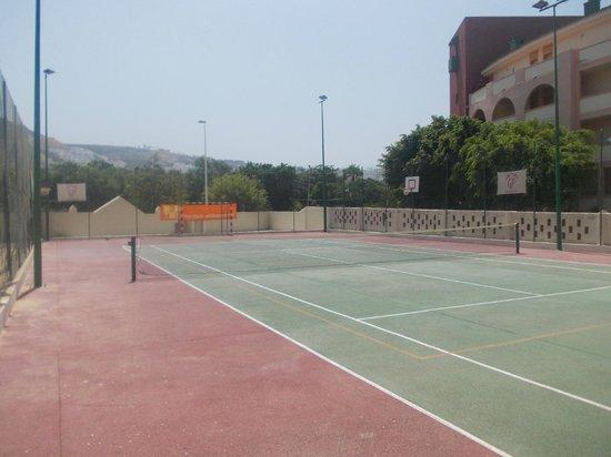 Hotel Isabel: tennis court