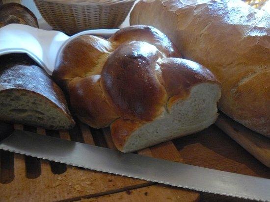 The Rustico Hotel: Bread at The Rustico