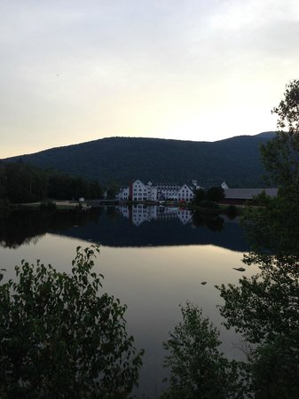 Town Square Condominiums at Waterville Valley Resort : Sunset across the lake