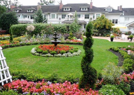Crown Mansion Boutique Hotel & Villas: Beautiful gardens