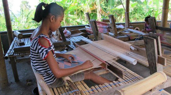 Villa Arjuna: traditional textile making