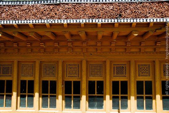 Samstanling Monastery: Lattice Windows