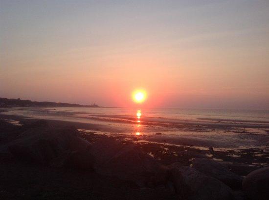 Auberge de l'Eider : Un endroit parfait pour les couchers de soleil et entendre les vagues !