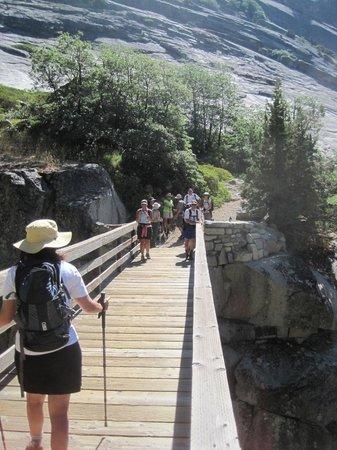 Bearpaw High Sierra Camp: bridge crossing on way to Hamilton Lake