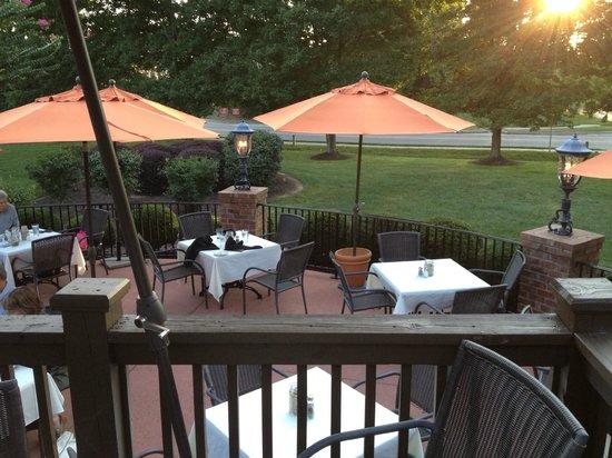 Milton's Cuisine & Cocktails : Patio Dining