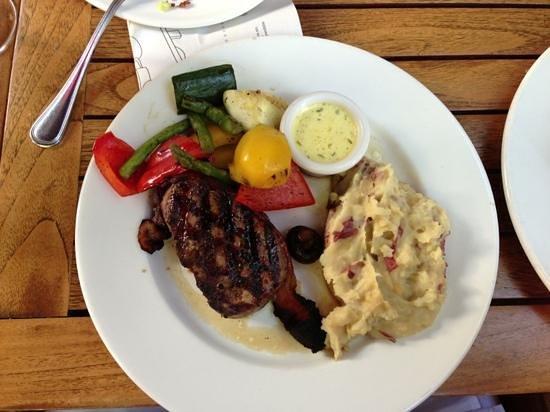 The Keg Steakhouse + Bar Garry Street : bacon wrapped filet