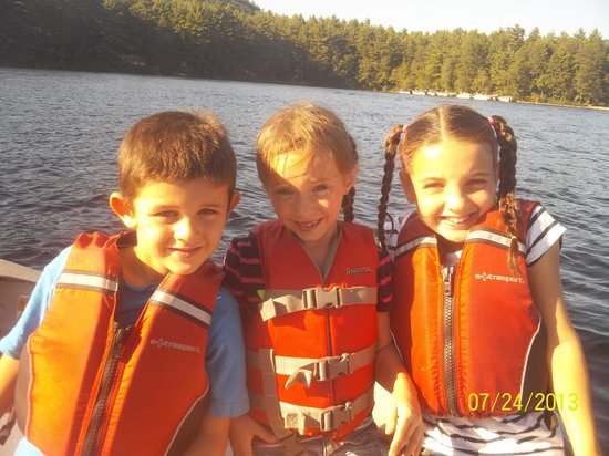 Danforth Bay Camping & RV Resort: We rented a row boat for $8
