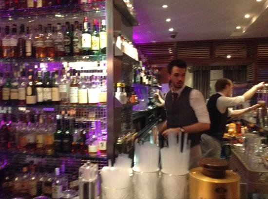 Tigerlily Restaurant & Bar: Bar