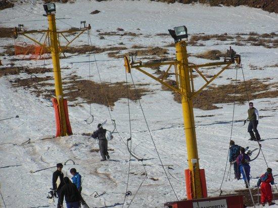 Parque de Nieve Los Puquios: (se ven los ganchos en el piso)