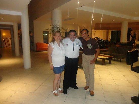 The Reef Coco Beach: Gilberto encargado de Bar Lobby