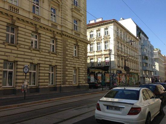 Hotel KUNSThof: Una sorta di centro sociale a pochi metri dall'hotel