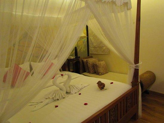 Dara Samui Beach Resort: letto baldacchino