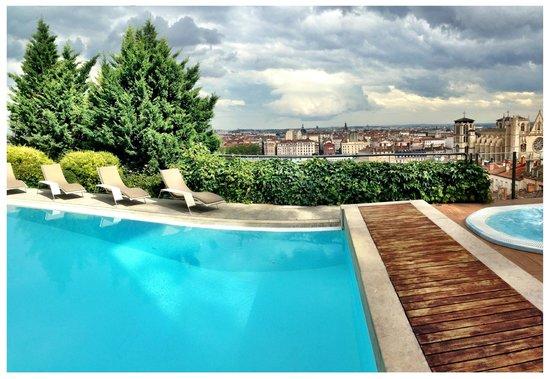 Villa Florentine: Piscine avec vue sur Lyon