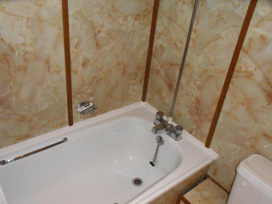 Mercure Swansea: bath