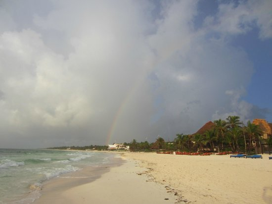 Amansala Eco Chic Resort : View of the beach and end of rainbow
