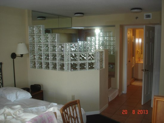 Vacation Village at Bonaventure: Unit A - Bedroom & Jacuzzi Enclosure