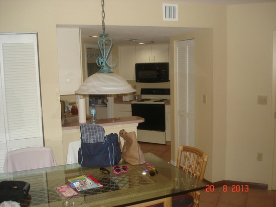 Vacation Village at Bonaventure: Unit A - Kitchen & Eating Area