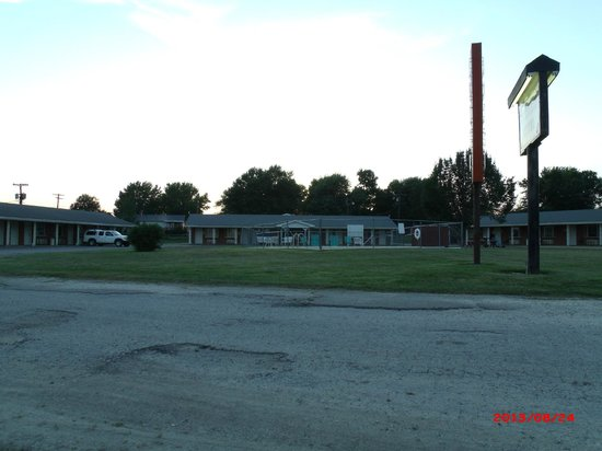 Front view of Western Hills Motel