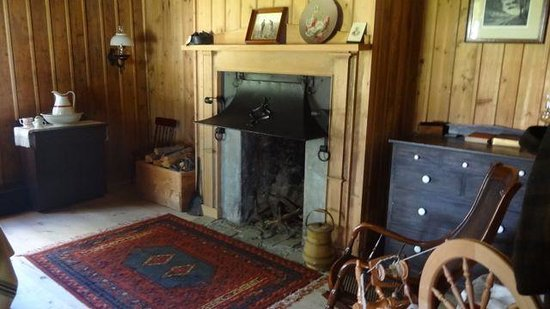 Fort St. James National Historic Site: One of the rooms in the Factor's (HBC fort manager) house. It also opertes as a B&B - would make