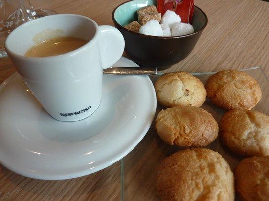 Côté Cuisine : CAFE ET MIGNARDISES MAISON