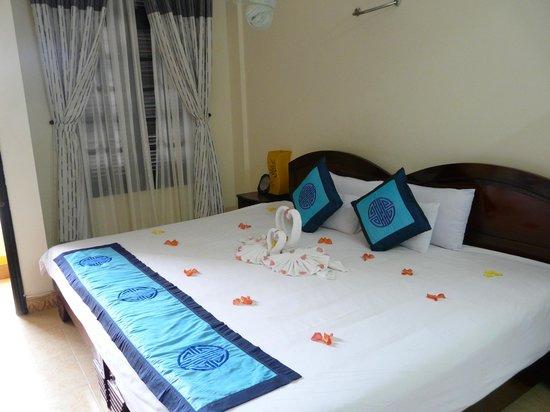 Hai Au Boutique hotel and spa : Big bed!