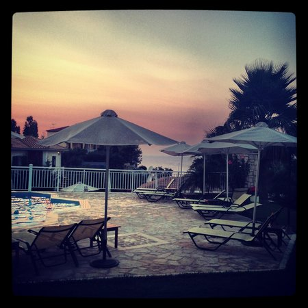 Erietta Luxury Apartments: Sun set at Erietta