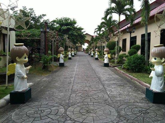 Sampaguita Gardens: Entrance